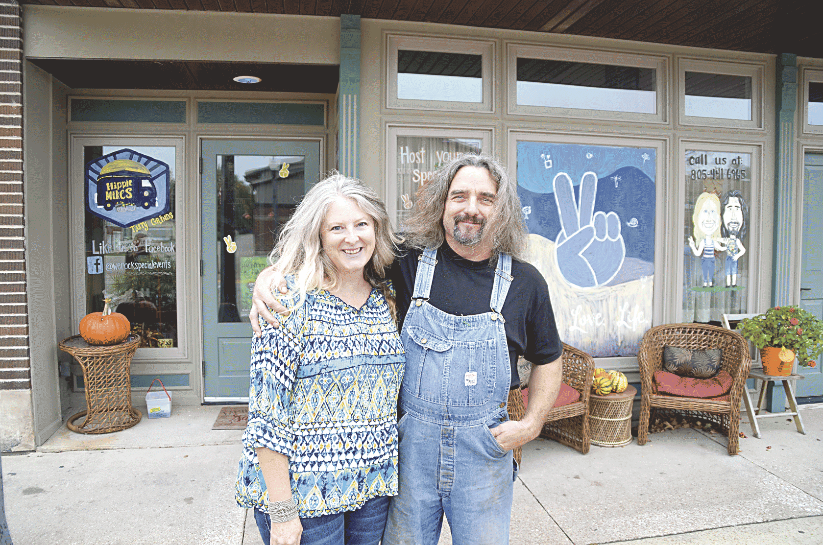 Grilling up a groovy good time	Hippy Mikes opens doors in Fayette Chris DeBack	cdeback@fayettecountynewspapers.com Hippy Mikes in Fayette hopes to be more than an idea and just another restaurant. Owners...